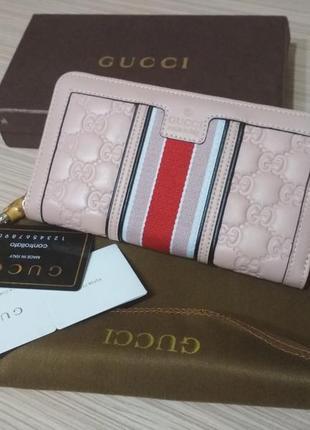 Розовый женский кожаный кошелек
