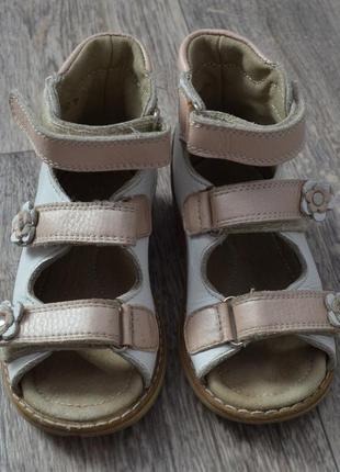 Продам кожаные ортопедические сандали