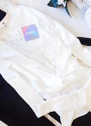 Акція 1+1=3    белая блуза на запах missguided