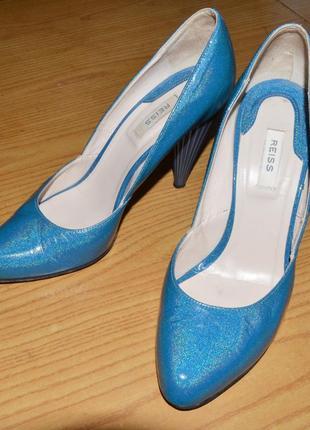 Туфлі з оригінальним каблуком