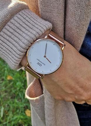 Часы женские золотые. стильные часы. лого. годинник жіночий.