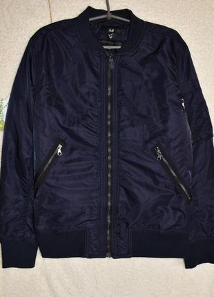 Классная деми куртка для мододого мужчины от н&м.