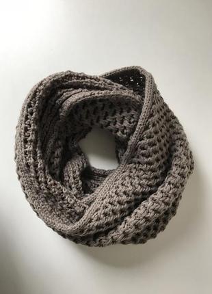Коричнево серый шарф хомут снуд