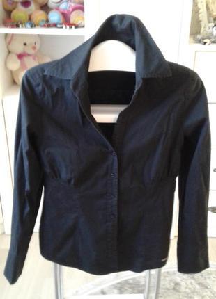 Ідеальна чорна блузка