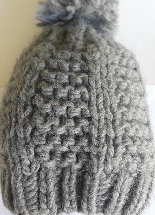 Стильная модная шапочка на осень/зиму из крупной вязки красивого серого цвета германия