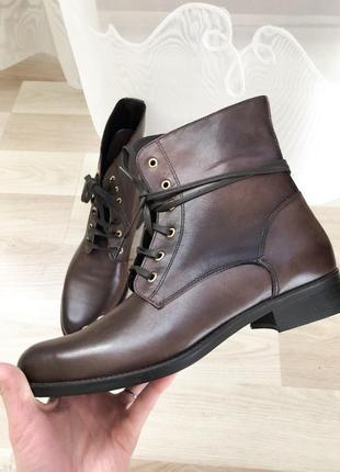 Крутые кожаные ботинки со шнуровкой