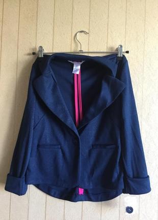 Стильный трикотажный пиджак для девочек на рост 140-146