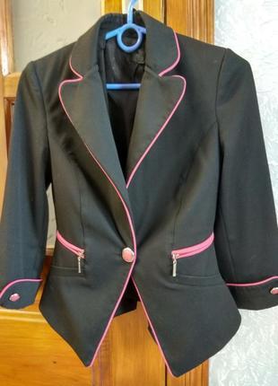 Пиджак с розовой полоской
