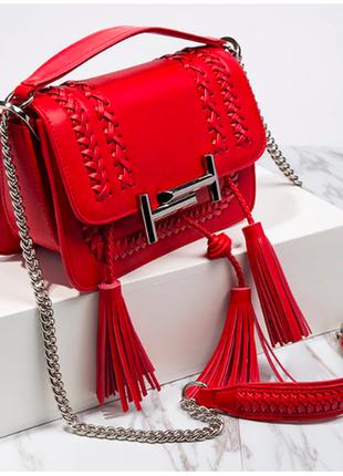 Шикарная сумка ярко красного цвета.