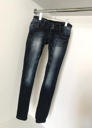 Женские джинсы джеггинсы скини темно-синие с низкой талией посадкой карманы