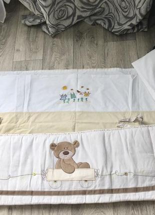 Бортик, пододеяльники и простынь на детскую кроватку