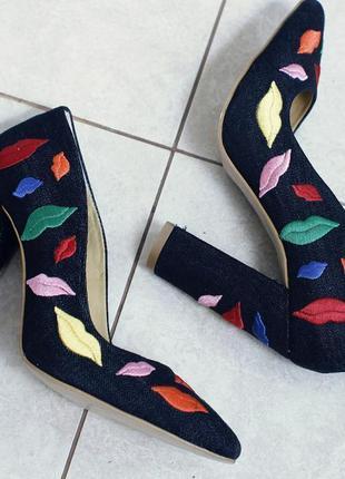 """Шикарные замшевые туфли с вышивкой """"губы"""""""