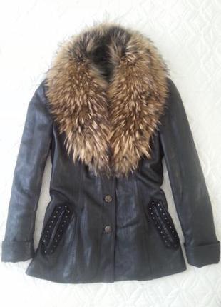 Кожаная куртка/курточка с натуральным мехом енота
