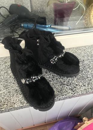 Крутые замшевые ботинки с камнями и натуральным мехом
