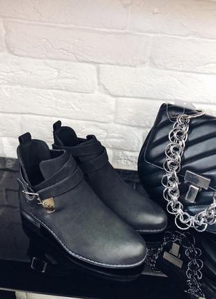 Стильные черные ботинки в наличии скидка
