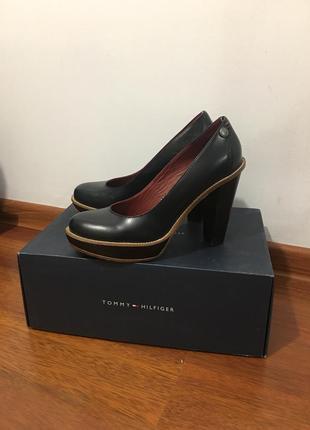 Красивые темно синие туфли tommy hilfiger, 39 р