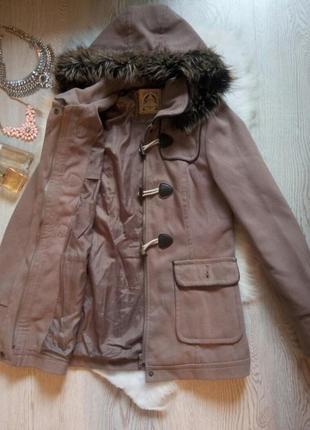 Кофейное eтепленное пальто деми с капюшоном и мехом длинное с карманами коричневое серое
