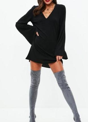 Черное платье с широким расклешонным рукавом missquided