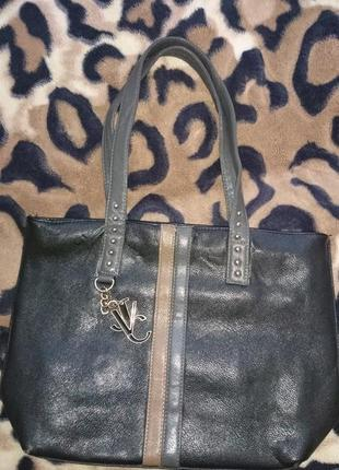 Красивая и практичная черная сумочка планшетка в идеальном состоянии