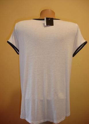 Белая футболка с окантовкой под кожу--atmosphere--madrid3