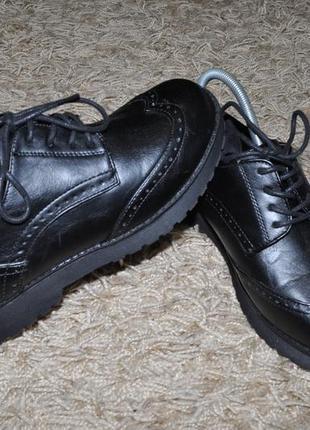 Женские туфли (черные дерби - броги, на шнурках, на толстой подошве