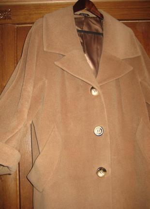 Шерстяное пальто интересного кроя