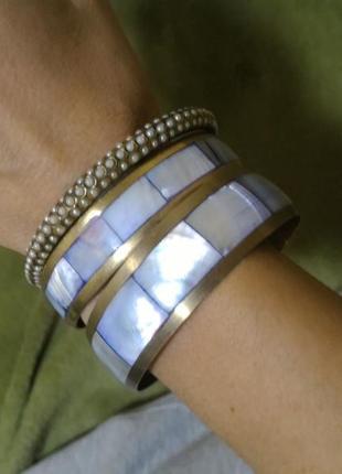 Набор браслетов с перламутром