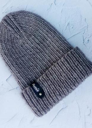 Лаконичная шапка с отворотом