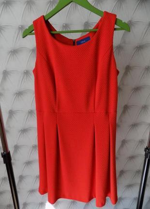 Платье из плотной фактурной ткани