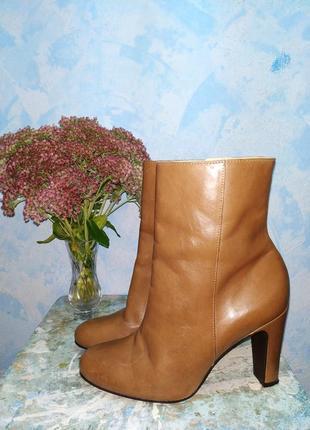 Кожаные ботинки полусапожки 38 на каблуке