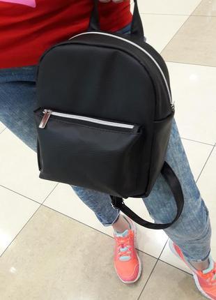 Рюкзак женский чёрный с украшением для прогулок, учебы, спортзала
