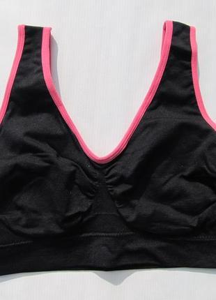 Бесшовный черный спортивный  бюст размер m 70 - 75 b   германия