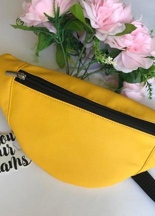 Маленькая женская бананка сумка на пояс плече желтая