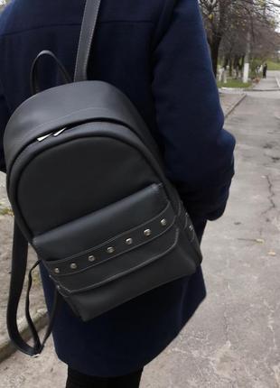 Городской серый рюкзак женский для прогулок с экокожи с украшением