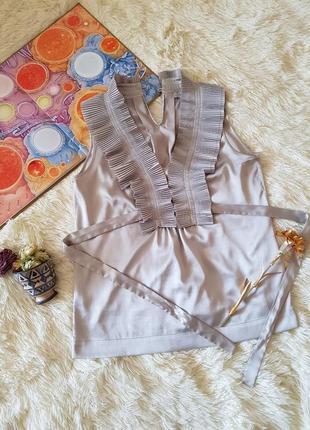 Брендовая блуза блузка bessini без рукава майка грязно-белого оттенка с поясом m - l