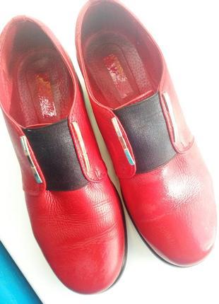 Красные кожанные туфли