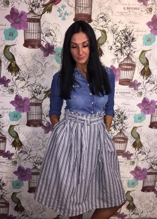 Стильная юбка в полоску с высокой талией