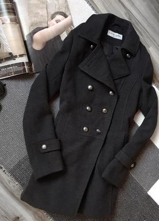 Фактурне базове пальто від clockhouse