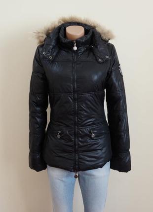 Куртка чёрная с капюшоном с натуральным мехом