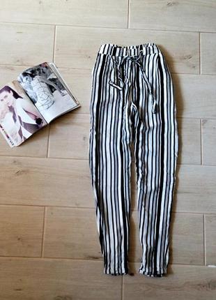 Трендовые штаны в вертикальную полоску с карманами р. s-m