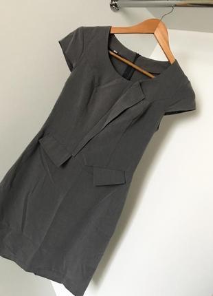 Женское модное короткое классическое деловое серое платье с коротким рукавом