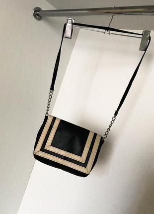Женская маленькая сумка-клатч чёрный с бежевым через плечо с длиной ручкой
