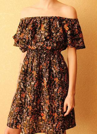 Платье в цветочный принт со спущенными плечиками(до 22.10 за 280 грн)