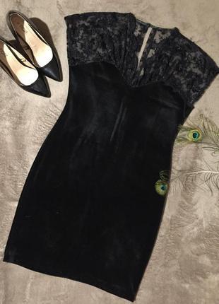 Велюровое черное платье с кружевом