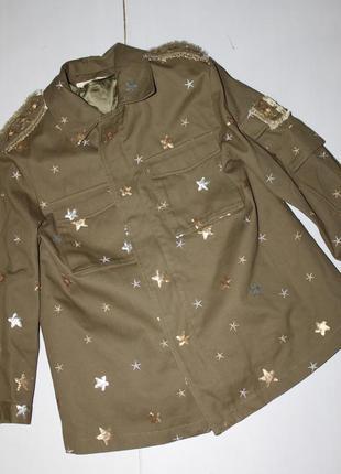 Красивая куртка с утеплителем размер м