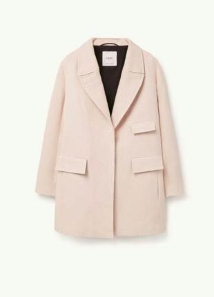 Шикарное пальто пудрового цвета