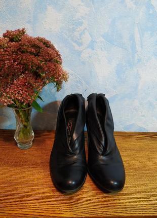 Ботильоны кожаные ботинки полусапожки 39р. 25см. на каблуке с бантиком
