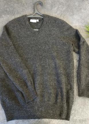 Дуже теплий жіночий светр зі 100% овечої шерсті.