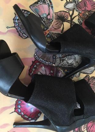 Guess!!! стильные кожаные босоножки на каблуке! размер 40