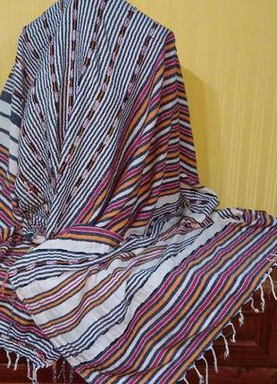 Длинная и широкая шаль платок в полоску